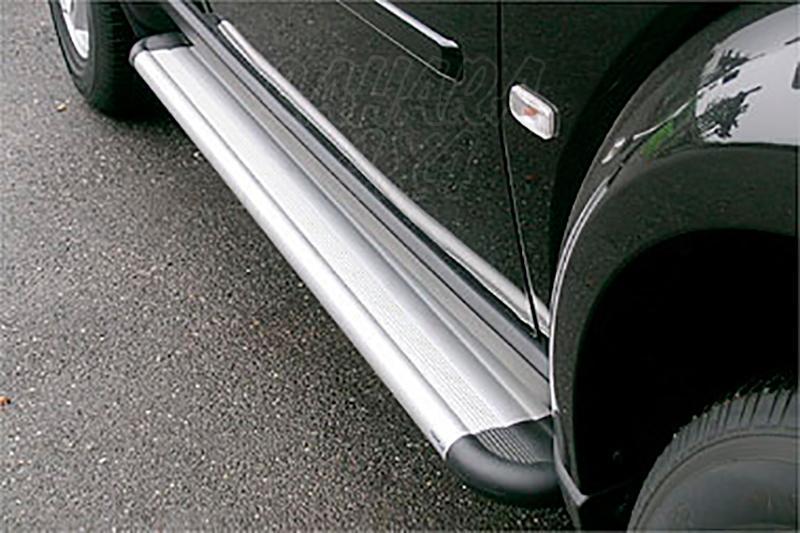 Estribos en plataforma de aluminio. Tipo S50 para Dodge Nitro 2007 -