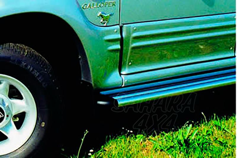 Estribos en plataforma de aluminio. Tipo S50 para Galloper Exceed 1991-2003 (3 puertas) - (vehículos sin faldones laterales)