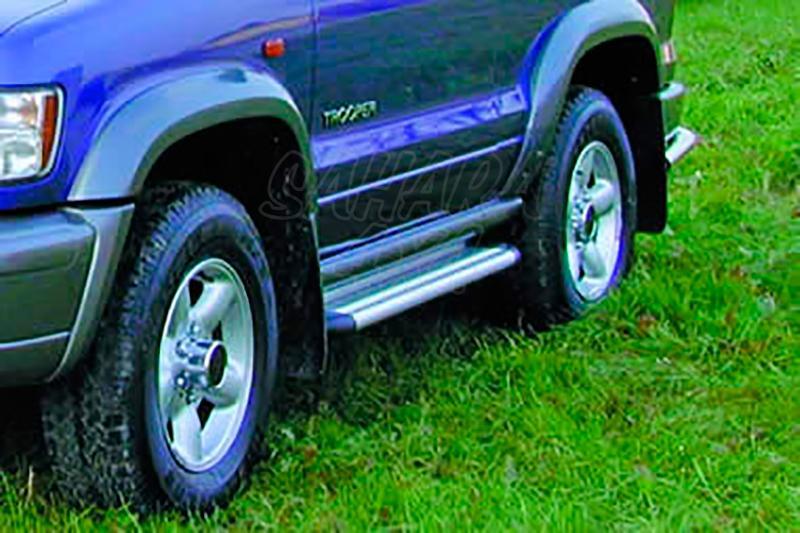Estribos en plataforma de aluminio. Tipo S50 para Isuzu Trooper 1999- - Modelo 3 puertas.