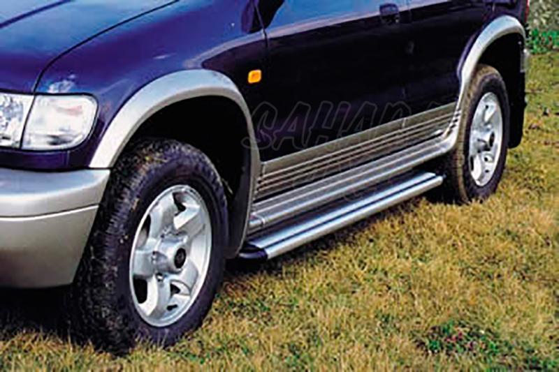 Estribos en plataforma de aluminio. Tipo S50 para Kia Sportage 1997-2003 (5P) -