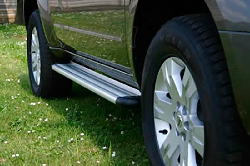 Estribos en plataforma de aluminio. Tipo S50 para Nissan Pathfinder 2005-2010 -