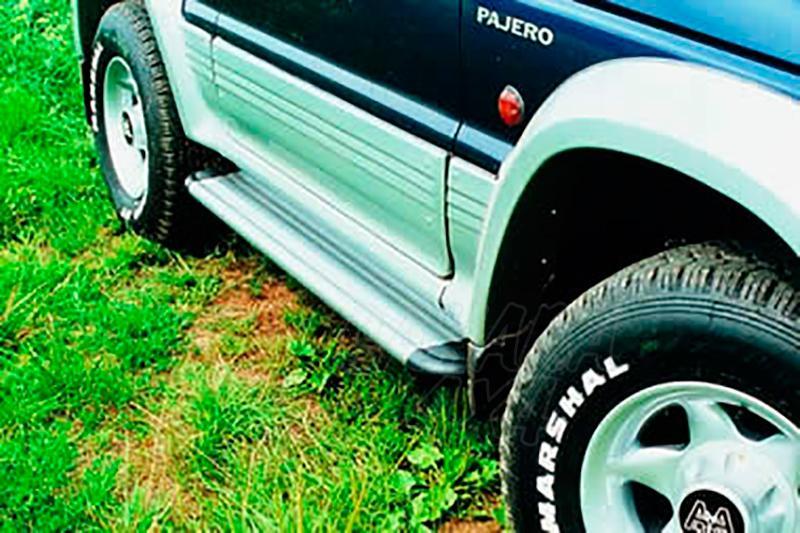 Estribos en plataforma de aluminio. Tipo S50 para Galloper Super Exceed/Mitsubishi Montero  -