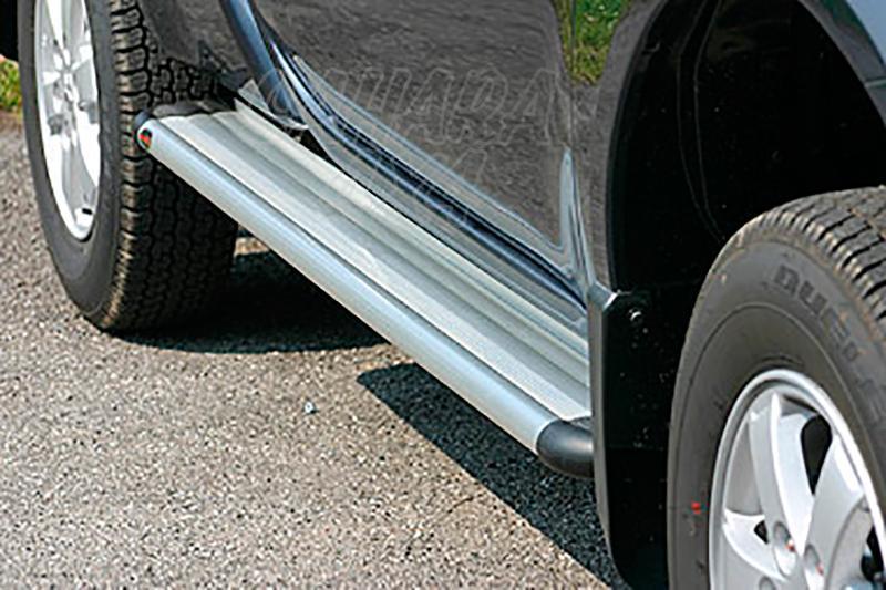 Estribos en plataforma de aluminio. Tipo S50 para Mitsubishi L-200 Triton 2010-2015 - Para Extra cabina