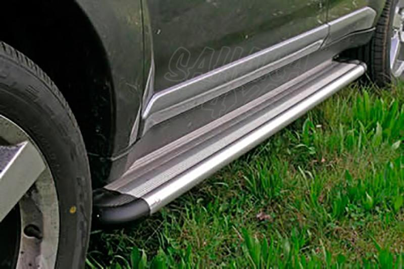 Estribos en plataforma de aluminio. Tipo S50 para Mitsubishi Outlander 2007-2012 -