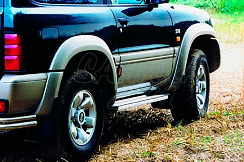 Estribos en plataforma de aluminio. Tipo STD para Nissan Patrol GR Y61 1998-2005 - Para 3 puertas