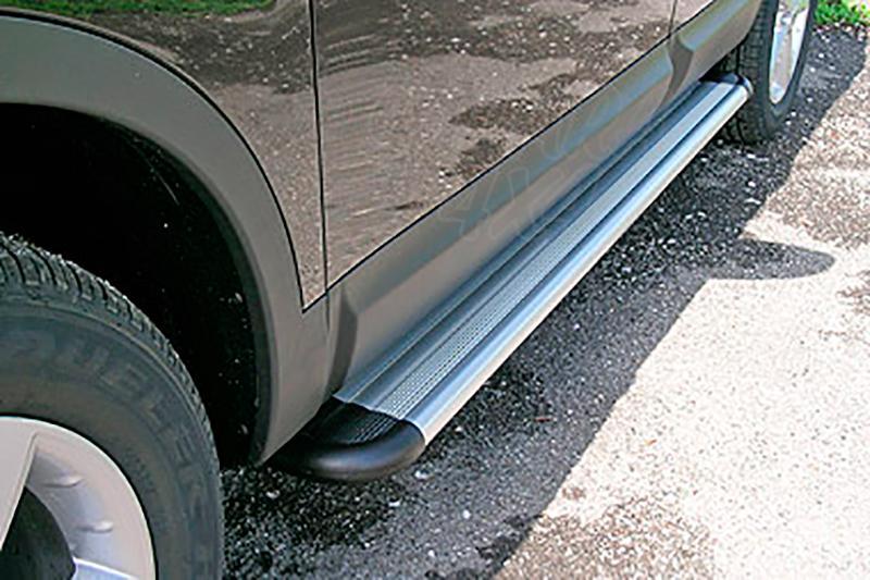 Estribos en plataforma de aluminio. Tipo S50 para Nissan Qashqai +2 2008-2010 -