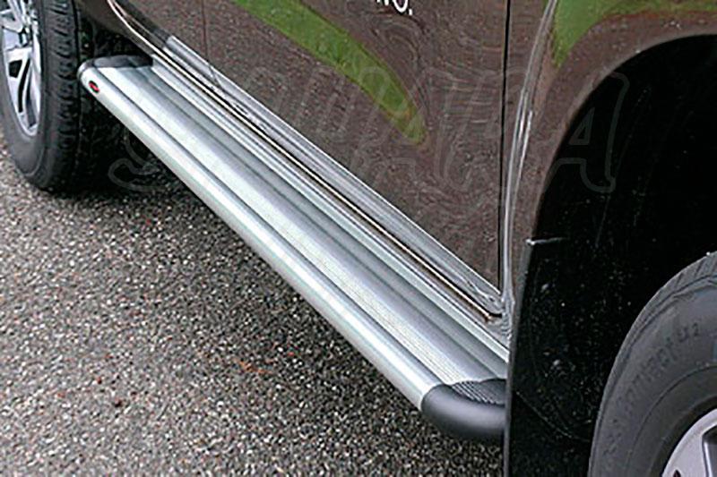 Estribos en plataforma de aluminio. Tipo S50 para Nissan Navara D23