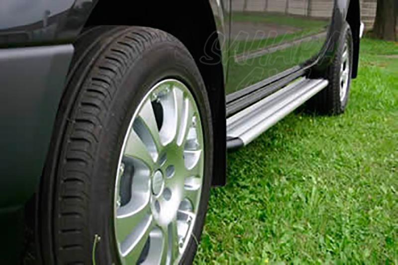Estribos en plataforma de aluminio. Tipo S50 para Nissan Navara D40 2005-2010 - Para Doble cabina