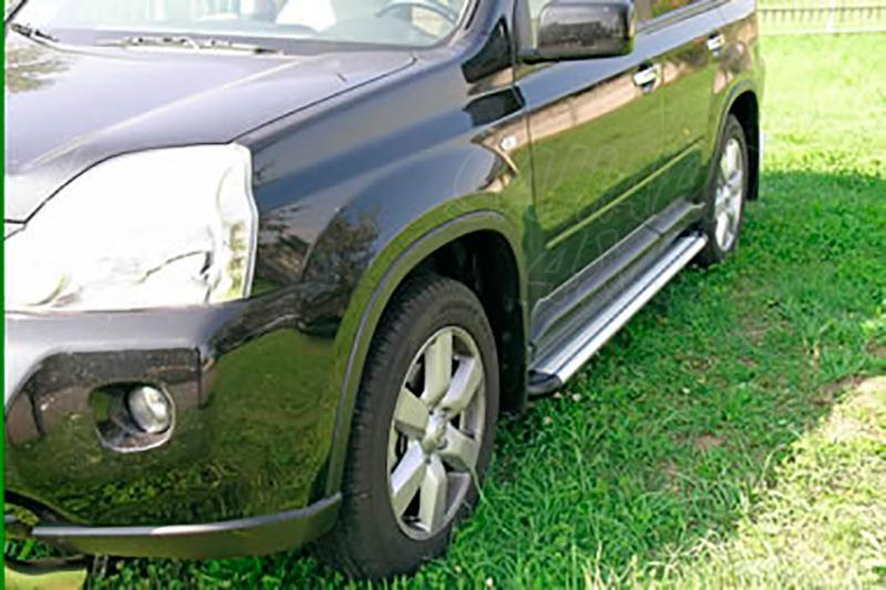Estribos en plataforma de aluminio. Tipo S50 para Nissan X-Trail 2007-2010 - Para 5 puertas