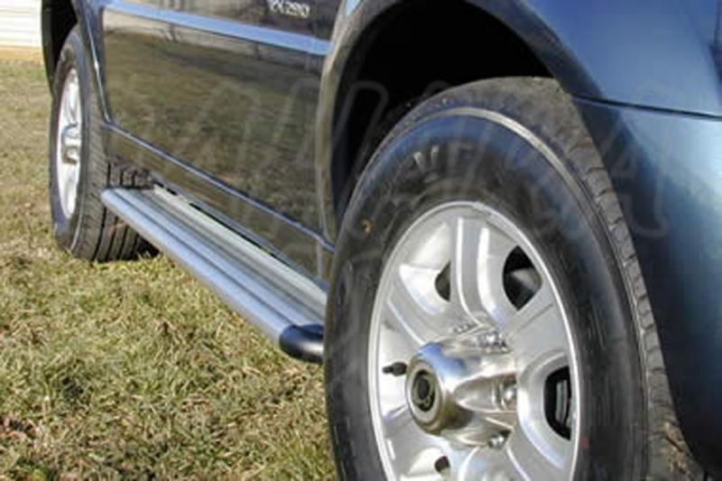 Estribos en plataforma de aluminio. Tipo S50 para SSangyong Rexton 2001-2006 -