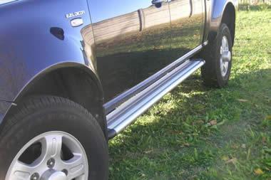 Estribos en plataforma de aluminio. Tipo S50 para Tata Xenon 2007- - Para 5 puertas