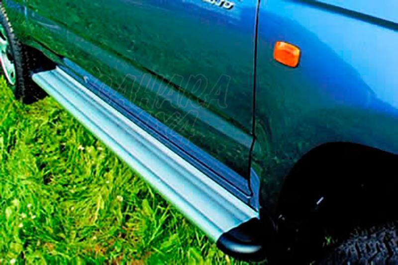 Estribos en plataforma de aluminio. Tipo S50 para Toyota Hilux 1997-2005 - Para Doble cabina