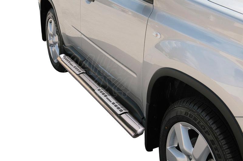 Pareja de estribos en tubo inox, sección oval, con pisantes. Tipo DSP para Nissan X-Trail 2007-2010 -