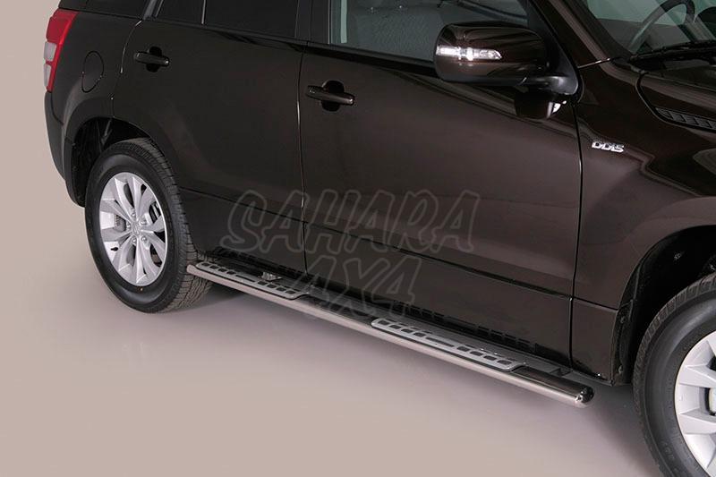 Pareja de estribos en tubo inox, sección oval, con pisantes. Tipo DSP para Suzuki Grand Vitara 2008- - Para 5 puertas