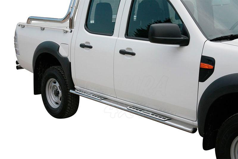 Estribos en tubo inox, sección oval, con pisantes. Tipo DSP para Ford Ranger 2009-2012 (doble cabina -