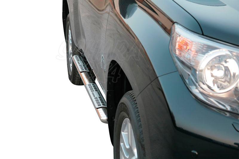 Pareja de estribos en tubo inox, sección oval, con pisantes. Tipo DSP para Toyota LandCruiser 150  - Para 5 puertas