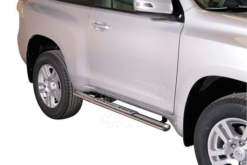 Pareja de estribos en tubo inox, sección oval, con pisantes. Tipo DSP para Toyota LandCruiser 155  - Para 3 puertas