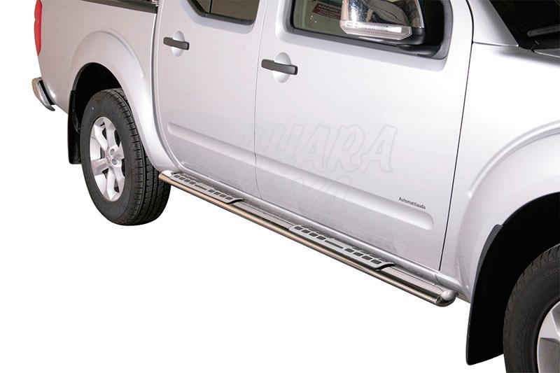 Pareja de estribos en tubo inox, sección oval, con pisantes. Tipo DSP para Nissan Navara D40 2010- - Para Doble cabina