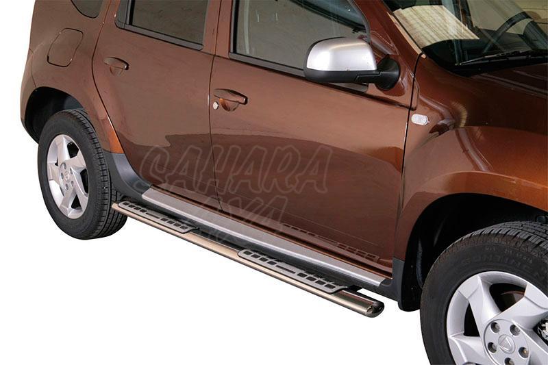 Pareja de estribos en tubo inox, sección oval, con pisantes. Tipo DSP para Dacia Duster 2010- -