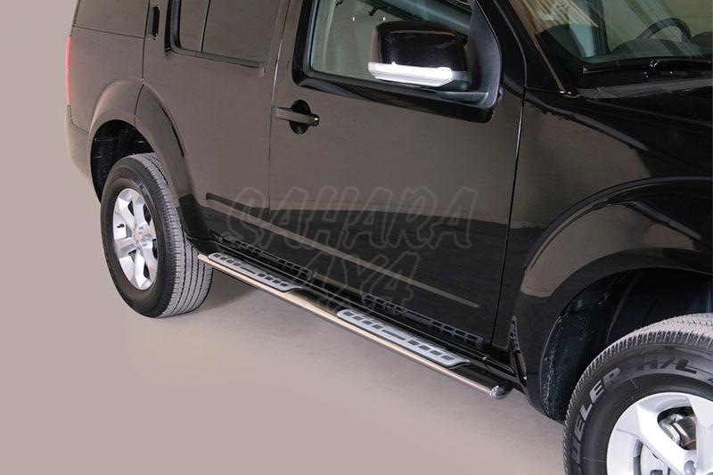 Pareja de estribos en tubo inox, sección oval, con pisantes. Tipo DSP para Nissan Pathfinder 2010- -