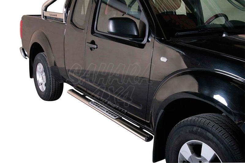 Pareja de estribos en tubo inox, sección oval, con pisantes. Tipo DSP para Nissan Navara D40 05-15 - Para Extra cabina