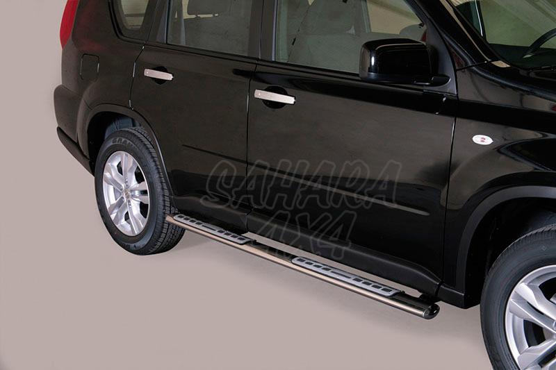 Pareja de estribos en tubo inox, sección oval, con pisantes. Tipo DSP para Nissan X-Trail 2010-2014 -