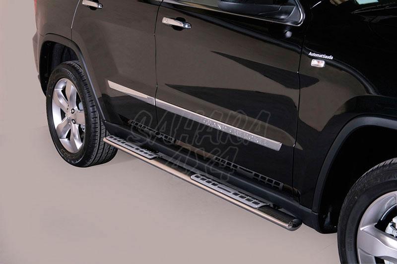 Pareja de estribos en tubo inox, sección oval, con pisantes. Tipo DSP para Jeep Grand Cherokee 10-13 -