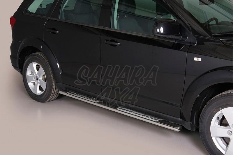 Pareja de estribos en tubo inox, sección oval, con pisantes. Tipo DSP para Fiat Freemont 2011- -