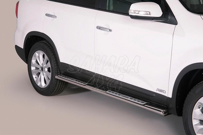 Pareja de estribos en tubo inox, sección oval, con pisantes. Tipo DSP para Kia Sorento 2014-2015 -