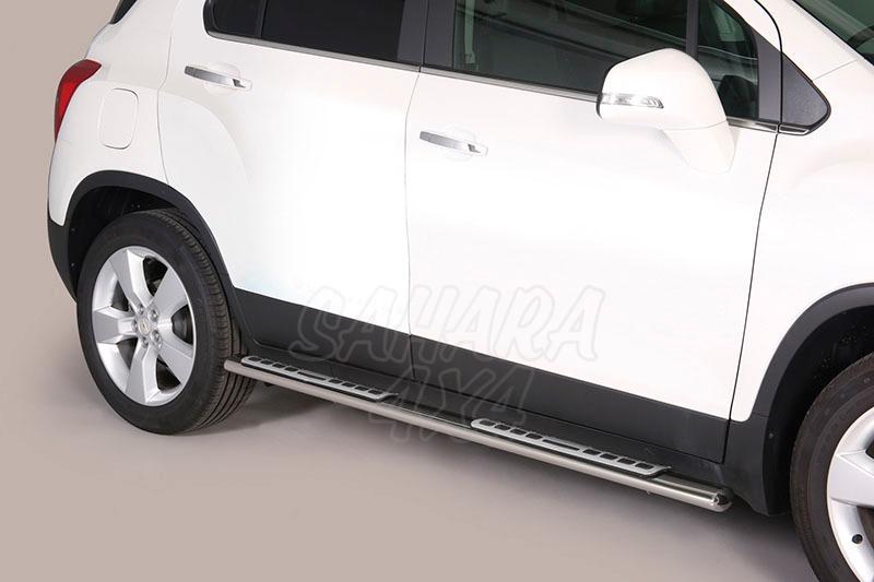 Pareja de estribos en tubo inox, sección oval, con pisantes. Tipo DSP para Chevrolet Trax 2013- -