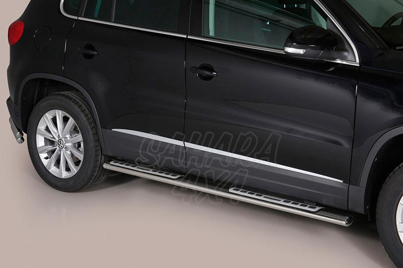 Pareja de estribos en tubo inox, sección oval, con pisantes. Tipo DSP para Volkswagen Tiguan 2011- -