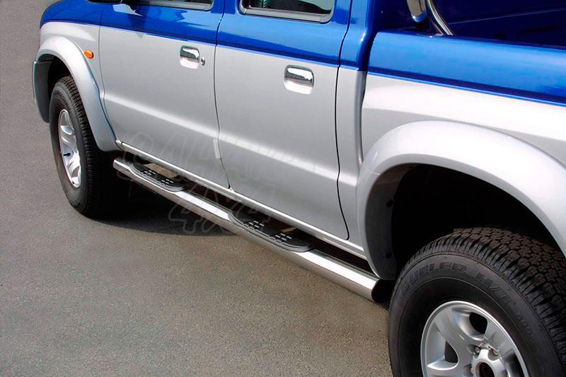 Pareja de estribos en tubo inox Ø76mm, con pisantes para Mazda B-2500 2003-2006 (doble cabina) -