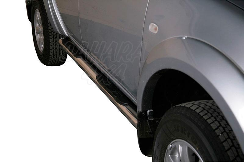 Pareja de estribos en tubo inox Ø76mm, con pisantes para Mitsubishi L-200 Triton 2010-2015 - Para Doble Cabina