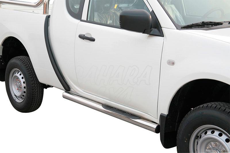 Pareja de estribos en tubo inox Ø76mm, con pisantes para Mitsubishi L-200 Triton 2010-2015 - Para Extra Cabina