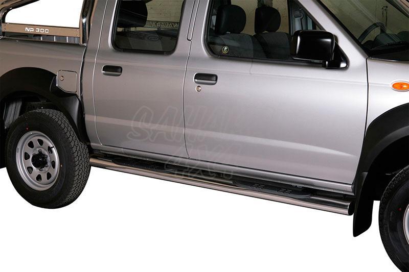 Pareja de estribos en tubo inox Ø76mm, con pisantes para Nissan NP300 2008- -