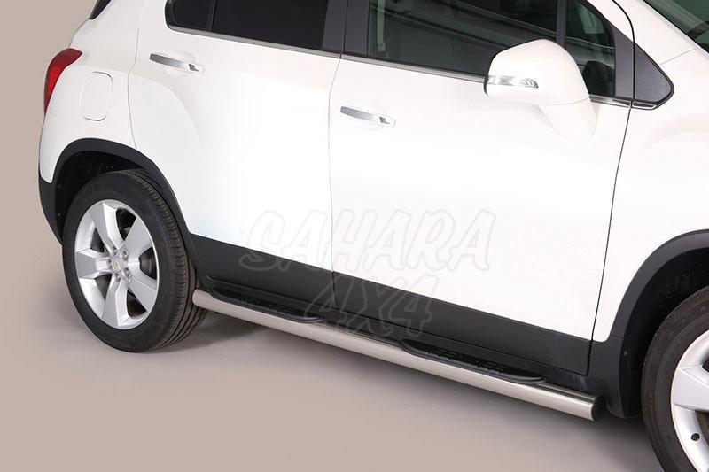 Pareja de estribos en tubo inox Ø76mm, con pisantes para Chevrolet Trax 2013- -