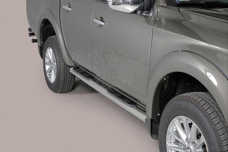 Pareja de estribos en tubo inox Ø76mm, con pisantes para Mitsubishi/Fiat - Para L-200 Triton 2015- y Fullback 2016- (doble cabina)