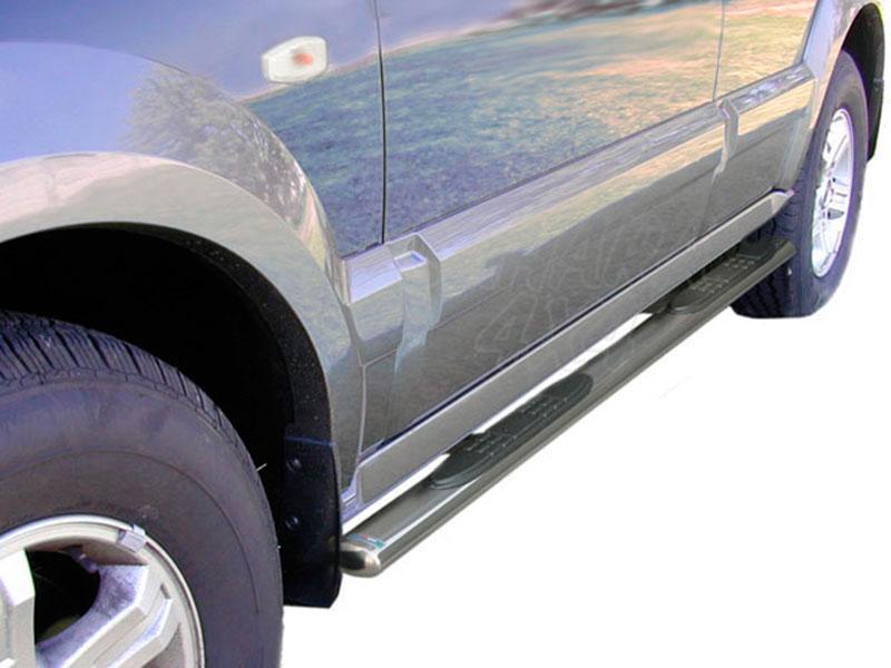 Estribos en tubo inox, sección oval, con pisantes para Kia Sorento 2002-2006 -