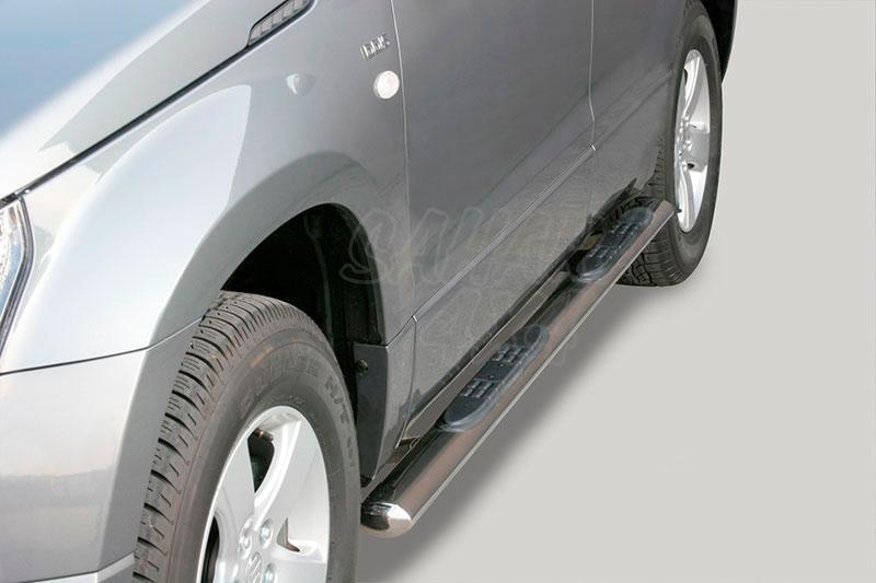 Pareja de estribos en tubo inox, sección oval, con pisantes para Suzuki Grand Vitara 2005-2008 - Para 5 puertas