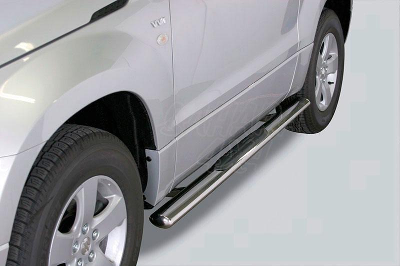 Pareja de estribos en tubo inox, sección oval, con pisantes para Suzuki Grand Vitara 2005-2008 - Para 3 puertas
