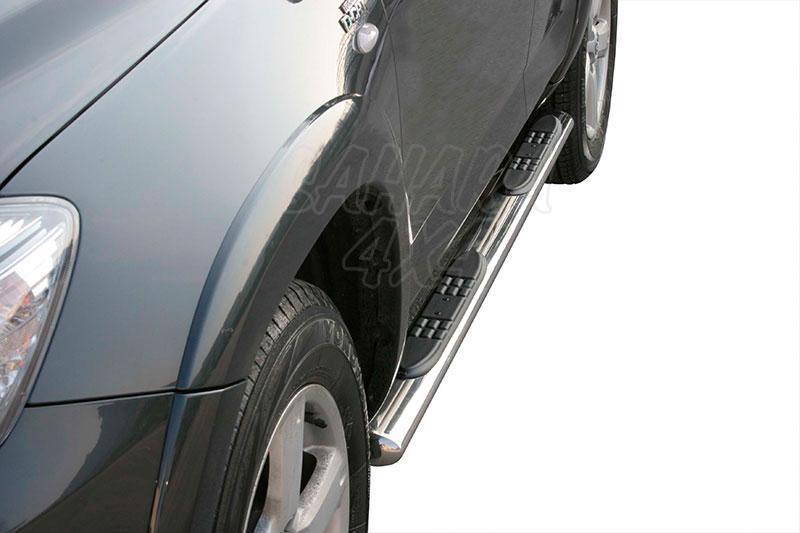 Pareja de estribos en tubo inox, sección oval, con pisantes para Toyota Rav4 2006-2009 -