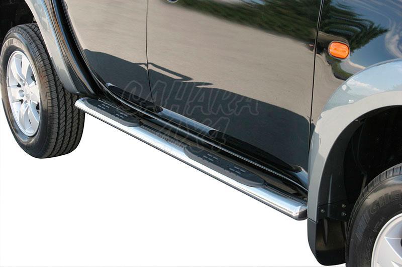 Pareja de estribos en tubo inox, sección oval, con pisantes para Mitsubishi L-200 Triton 06-09 - Para Doble cabina.