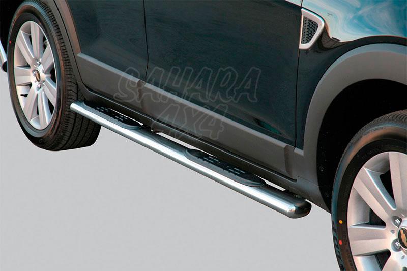 Pareja de estribos en tubo inox, sección oval, con pisantes para Chevrolet Captiva 2006-2010 -