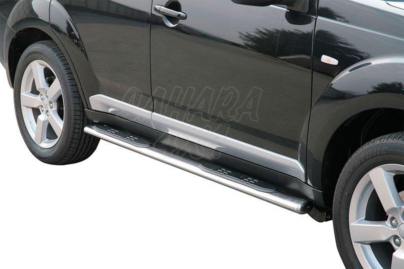 Pareja de estribos en tubo inox, sección oval, con pisantes para Mitsubishi Outlander 2007-2009 -