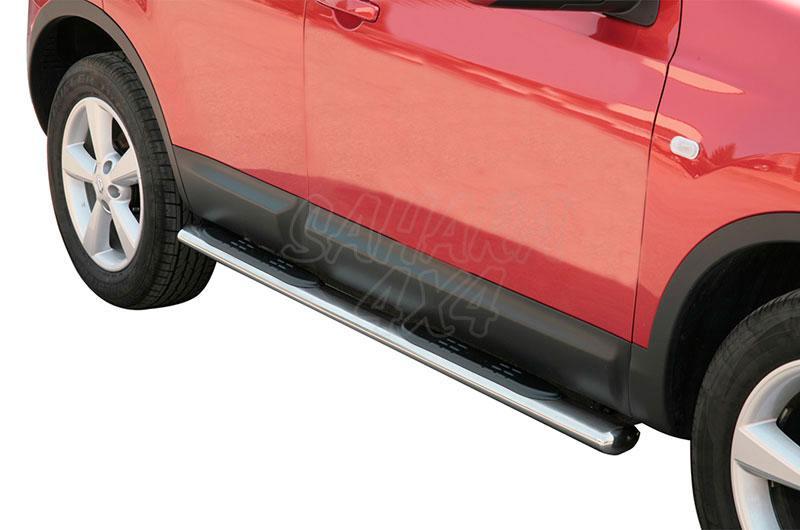 Pareja de estribos en tubo inox, sección oval, con pisantes para Nissan Qashqai 2007-2010 -