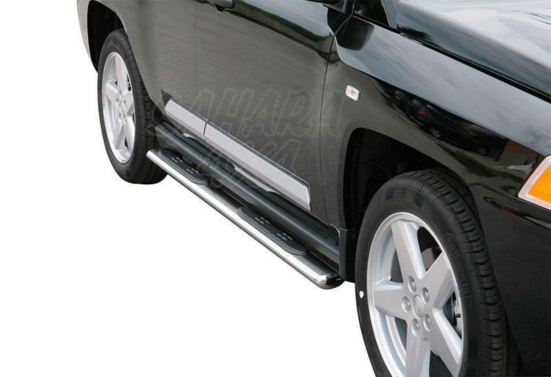 Estribos en tubo inox, sección oval, con pisantes para Jeep Compass 2006-2011 -