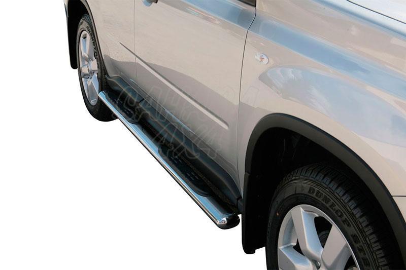 Pareja de estribos en tubo inox, sección oval, con pisantes para Nissan X-Trail 2007-2010 -
