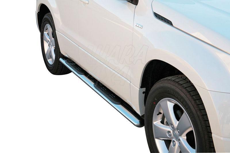 Pareja de estribos en tubo inox, sección oval, con pisantes para Suzuki Grand Vitara 2008- - Para 5 puertas