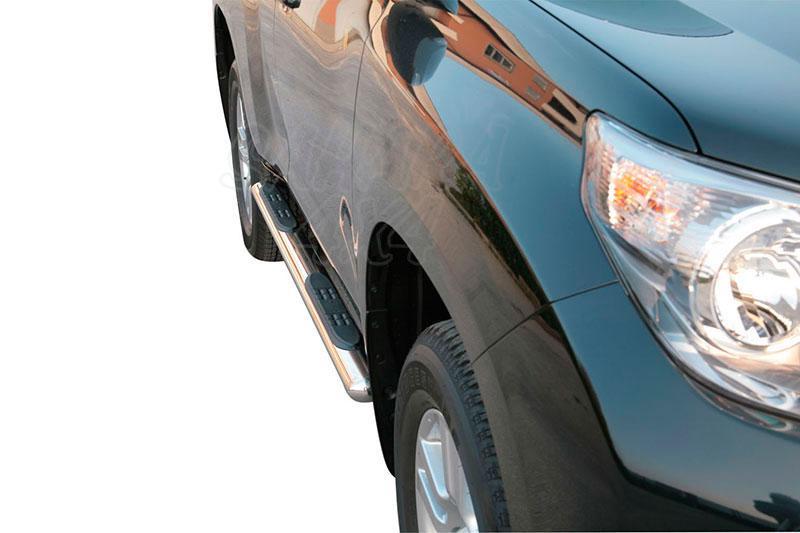 Pareja de estribos en tubo inox, sección oval, con pisantes para Toyota LandCruiser 150 - Para 5 puertas