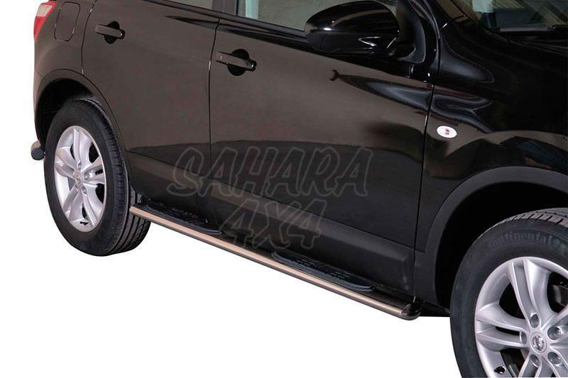 Pareja de estribos en tubo inox, sección oval, con pisantes para Nissan Qashqai 2010-2014 -